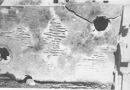 Tiger I z s.Pz.Abt. 509 trafiony przez IS-2.jpg