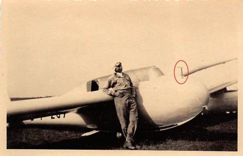 Heinz-Klemm-vorm-Segelflugzeug.jpg
