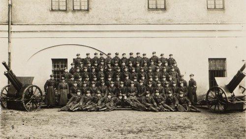 Haubica lekka, 100 mm, wz. 1914-19 5 p.a.l. Lwów. Szkoła Podofic. 5 pal 1928.jpg