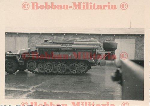 Schützenpanzerwagen SdKfz. 251 mit Holzvergaser Panzerfahrschulwanne Hammer.jpg