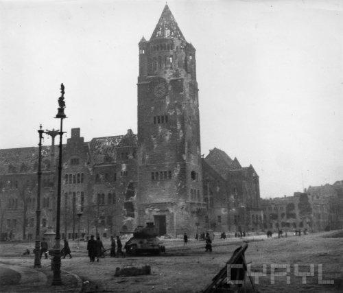 Ulica Armii Czerwonej (dzisiaj Święty Marcin) i Zamek Cesarski po zakończeniu działań wojennych - 45087.jpg