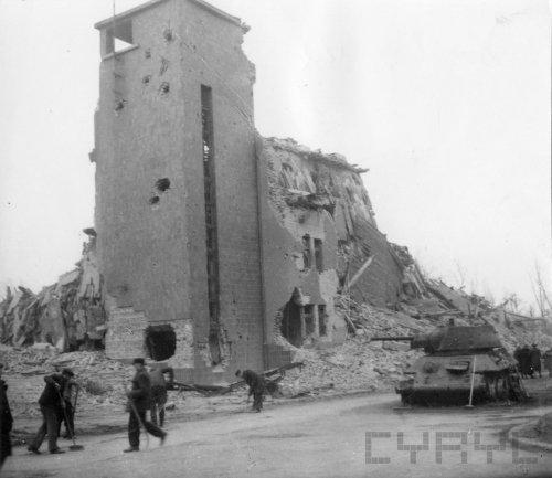 Ruiny Domu Żołnierza w czasie wojny siedziby Gestapo wysadzonego przez oddziały SS w lutym 1945 roku - 45103.jpg