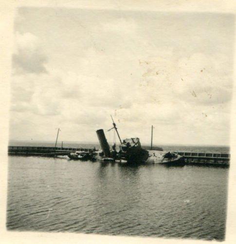 1..versenktes polnisches Schiff Hafen Hela WW2.JPG