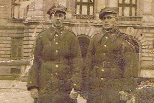 przed opera  1 z prawej ul jan rzeznicki.JPG