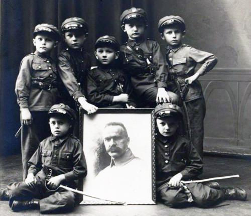 k dzieci w mundur.png