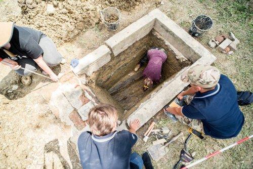 z26238639V,Badania-archeologiczne-na-miejscu-pochowku-zolnier.jpg