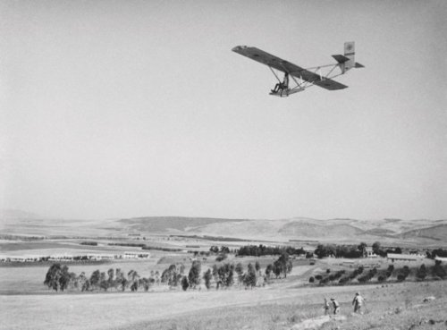 1947.-Wrona-Glider-over-Jezreel-Valley-near-Afula-Israel-Aero-Club.-IGPO-K1039.-MGGoldman-Colln.thumb.jpg.feded9aaf844059ab726b2346e130e80.jpg