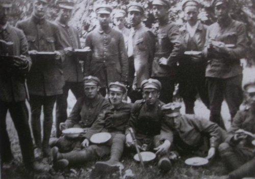 1920 ochotnicy w cytadeli.JPG