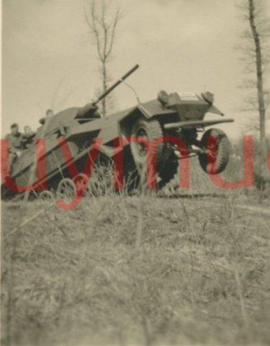 SdKfz 251 z wieżą T-34 03.jpg