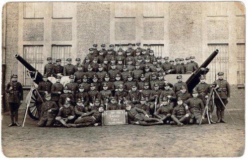 Poznań – Sołacz, rok 1927. Pamiątkowe zdjęcie I. baterii 7. Pułku Artylerii Ciężkiej.jpg
