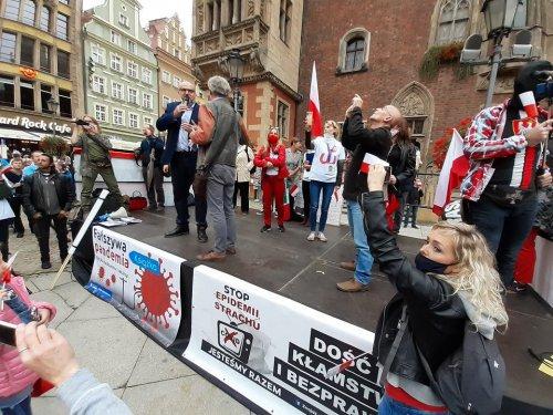 z26385287V,Manifestacja-antycovidowcow-we-Wroclawiu.jpg