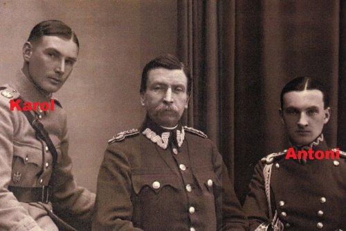 lot02 - Gen.Durski z synami.jpg