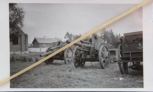 Polen-1939-erbeutete-polnische-Geschutze-Kanonen-Artillerie-10-5cm.jpg