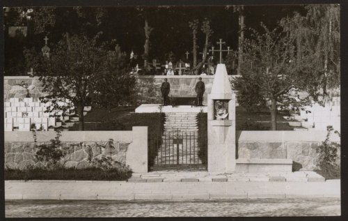 Wilno, Mauzoleum na Rossie.jpg