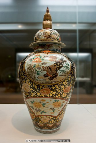 12 Covered jar Edo period (1).jpg