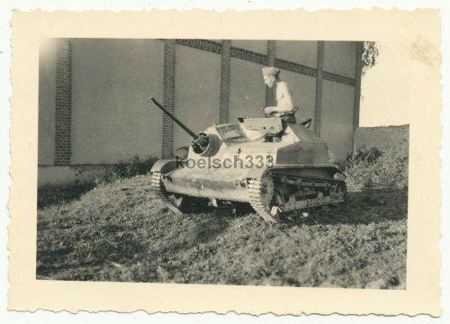 Foto polnische Panzer Tankette TKS-NKM mit 20mm Geschütz WH Beute Tank SELTEN.jpg