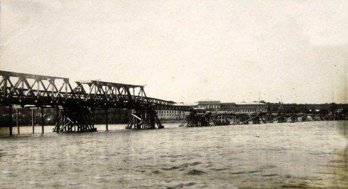 Modlin 1929, budowa mostu kolejowego, saperzy 1.jpg