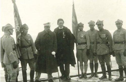 11 lutego 1920 Puck - zaślubiny z morzem, generał Haller, ks. kapelan i poczty sztandarowe hallerczyków.jpg