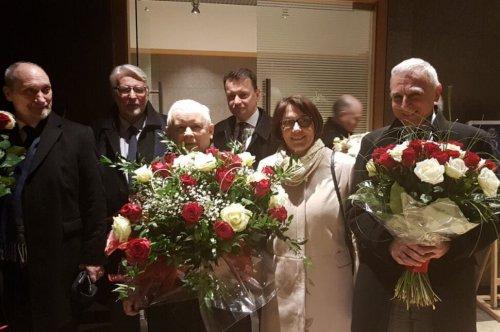 Oczekiwanie na przylot nowego ambasadora USA Mika Carpentera, który przybędzie do Polski wraz z mężem i dziećmi..jpg