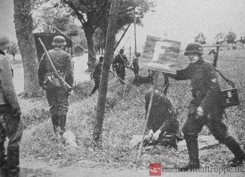 Fernmeldeflagge_Wehrmacht.thumb.JPG.9baf88f8e039289a4df4916d474ff48b.JPG