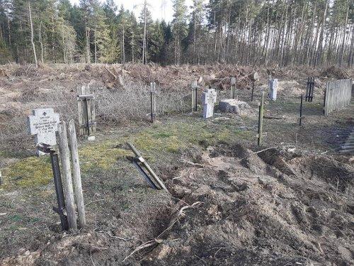 z26964968IH,Zdewastowany-cmentarz-ewangelicki.jpg