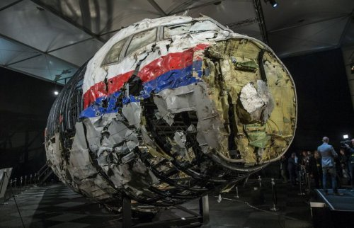 z19018646V,Czesciowa-rekonstrukcja-wraku-boeinga-777-lot-MH17.jpg
