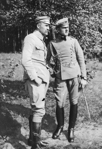 Józef_Piłsudski_wraz_z_swoim_adiutantem_Bolesławem_Wieniawą-Długoszowskim_1916.jpg