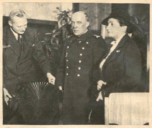 berbecki z zona na wystaw mebli 36r.JPG