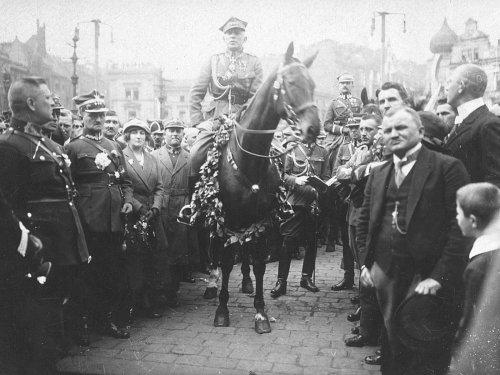 Szeptyckim wkracza do Katowic, 20 czerwca 1922.jpg