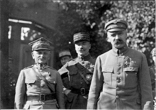 Gen.-Leonard-Skierski-gen.-Paul-Henrys-i-marszałek-Józef-Piłsudski-sierpień-1920-r..jpg