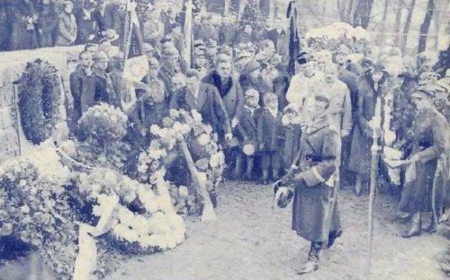 dzierzanowski przed pomn zol franc poznan 31r.JPG