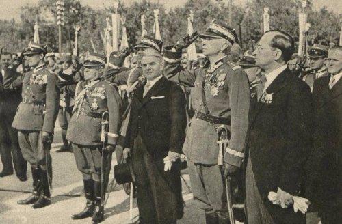 sosnkowski 38r pomn czynu legionow kielcre.JPG