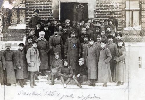 Wśród lotników I-go Korpusu na Mińszczyźnie, 1918.png