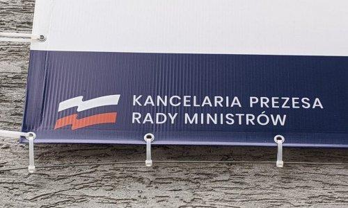 z27380237IH,Opole--Rosyjska-flaga-zamiast-polskiej-przy-punkci.jpg