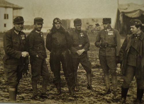 J.Cagasek 3ci od lewej.png