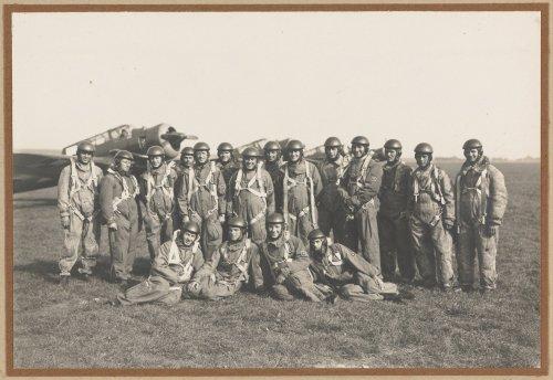 Piloci 21 Eskadry Lotnictwa Bombowego.jpg